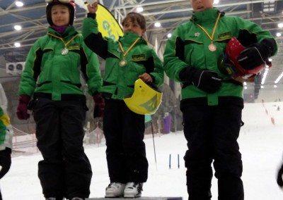 Clases de esquí en Valdesquí para niños curso perfeccionamiento slalom