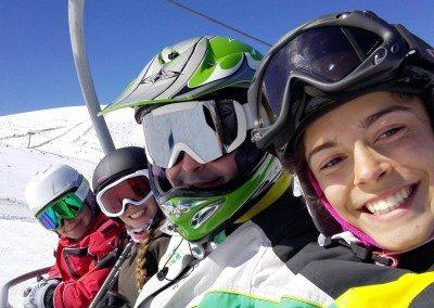 club-de-esqui-para-jovenes-clases-monitores-aprende-a-esquiar-perfeccionamiento-todos-los-niveles