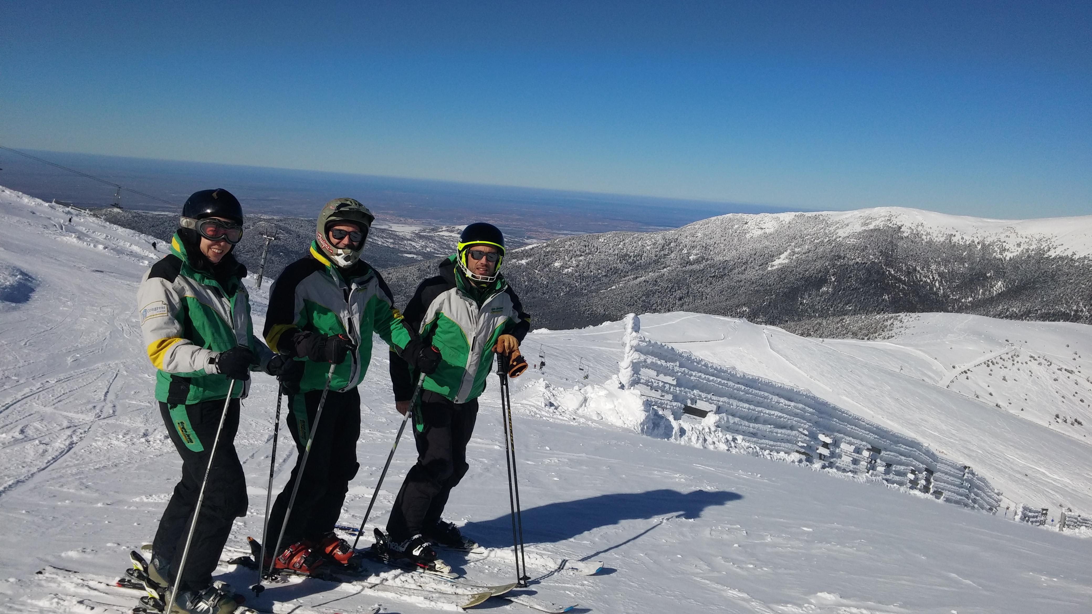 Curso de monitor de esquí en Madrid Valdesquí | Club Grupo Joven
