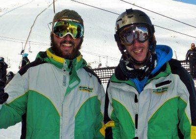 club_de_snowboard_en_valdesqui_grupo_joven