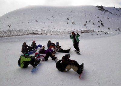 curso_de_snowboard_para_jovenes_en_valdesqui_grupo_joven_madrid