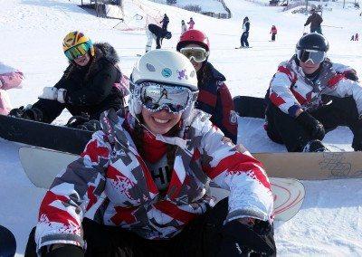cursos_de_snowboard_para_ninos_club_grupo_joven_en_valdesqui
