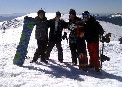 iniciacion_aprender_clases_de_snowboard_para_adultos_en_valdesqui_grupo_joven_madrid