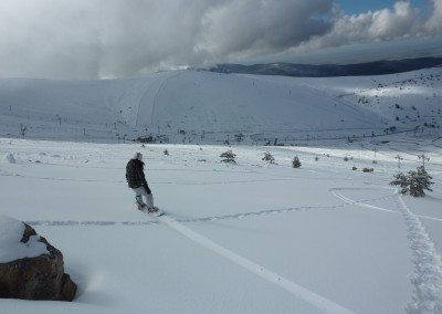 snowboard_fuera_de_pista_en_valdesqui_madrid_club_grupo_joven