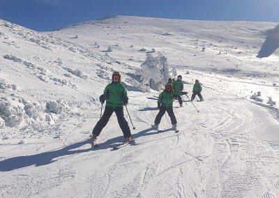 Clases de esquí en Valdesquí para niños curso aprender a esquiar | Club Grupo Joven
