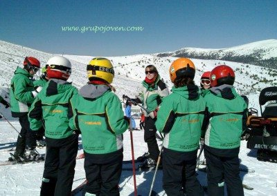 Clases de esquí en Valdesquí para niños curso avanzado | Club Grupo Joven