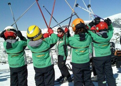 Clases de esquí en Valdesquí para niños curso avanzado perfeccionamiento | Club Grupo Joven