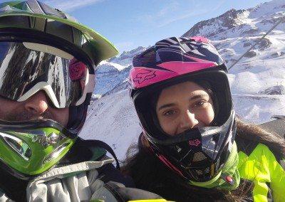 Viajes de esquí para adolescentes jovenes organizados al pirineo aragones Astun Club Grupo Joven