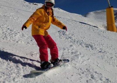 Viaje de snowboard con clases para jóvenes adultos Club Grupo Joven