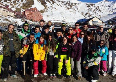 Viaje de esquí en grupo organizado para niños jóvenes adultos familias Club Grupo Joven