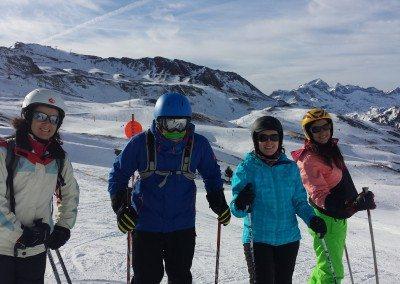 Viajes de esqui organizados al pirineo aragones Astun Club Grupo Joven