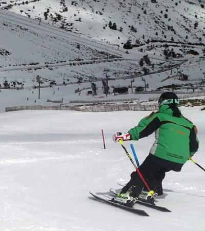 Curso de Competición Clases con el Equipo del Club Grupo Joven Esquí para niños y adolescentes técnica de Slalom