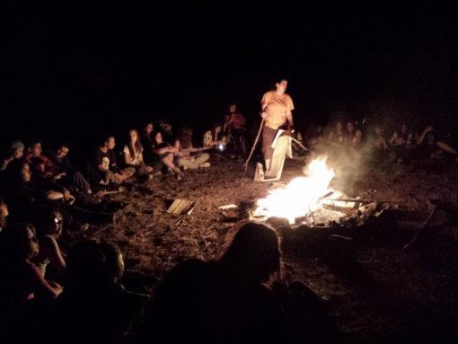 Campamentos de Verano en España para niños jóvenes adolescentes Multiaventura fuego de campamento