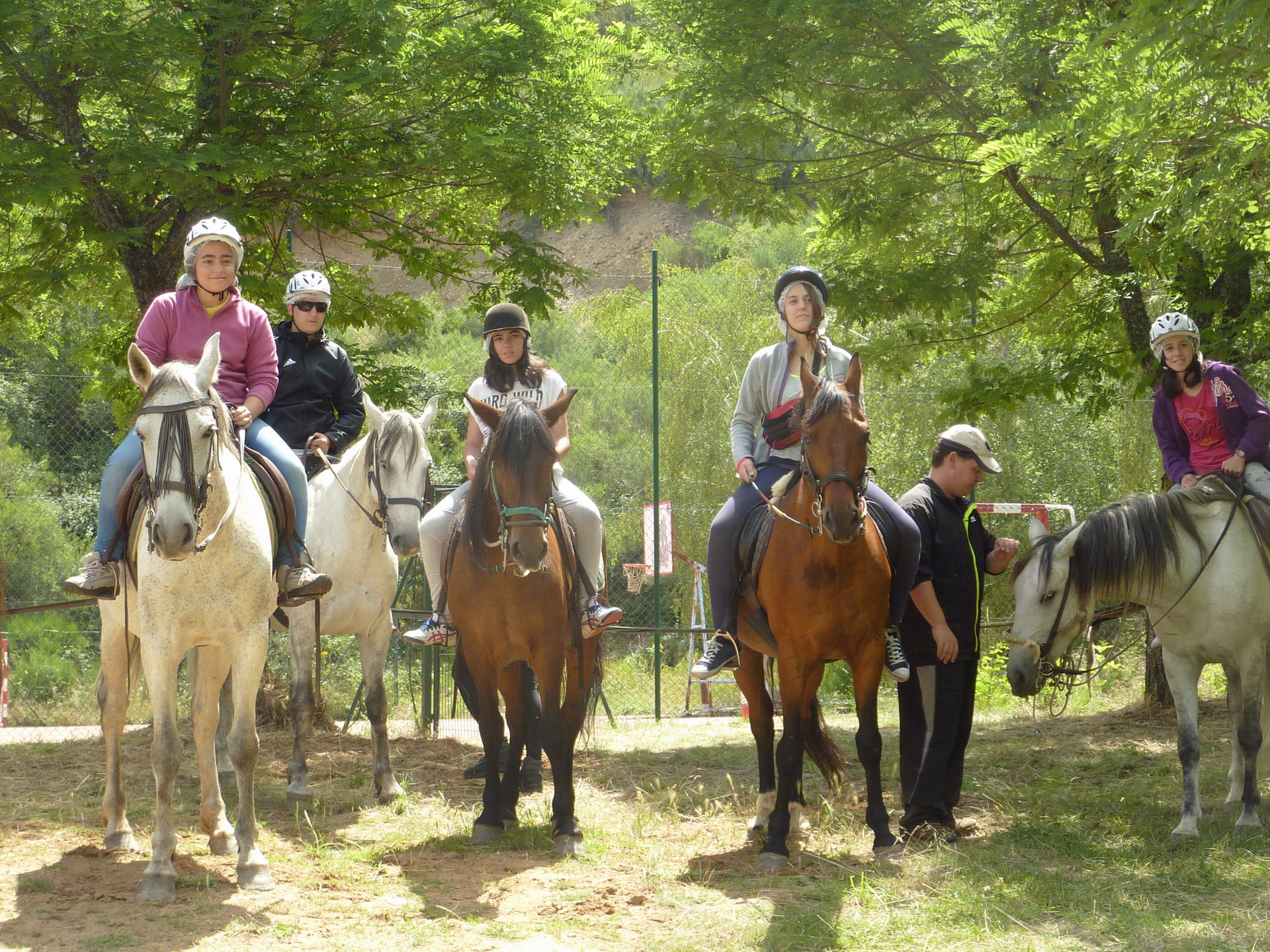 Campamentos de Verano en España para niños jóvenes adolescentes Multiaventura Ruta a Caballo