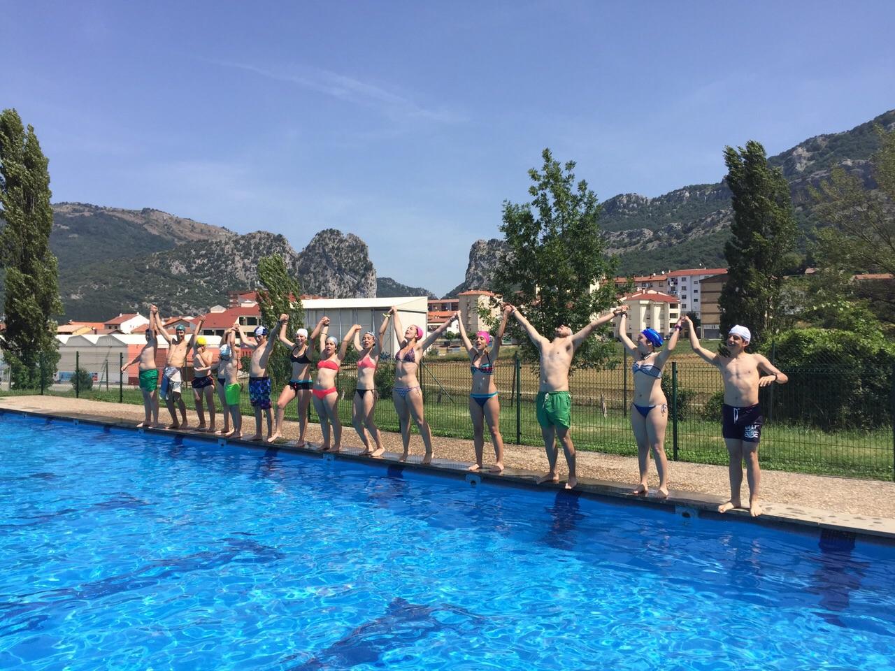Campamentos de Verano en Navarra España para niños jóvenes adolescentes Multiaventura Piscina
