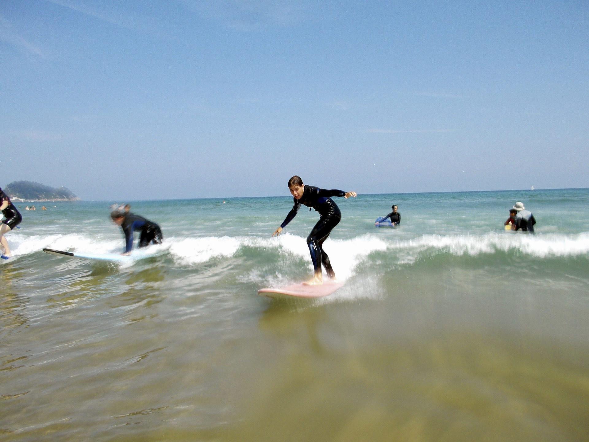 Campamentos de Verano en España para niños jóvenes adolescentes Multiaventura con surf y playa
