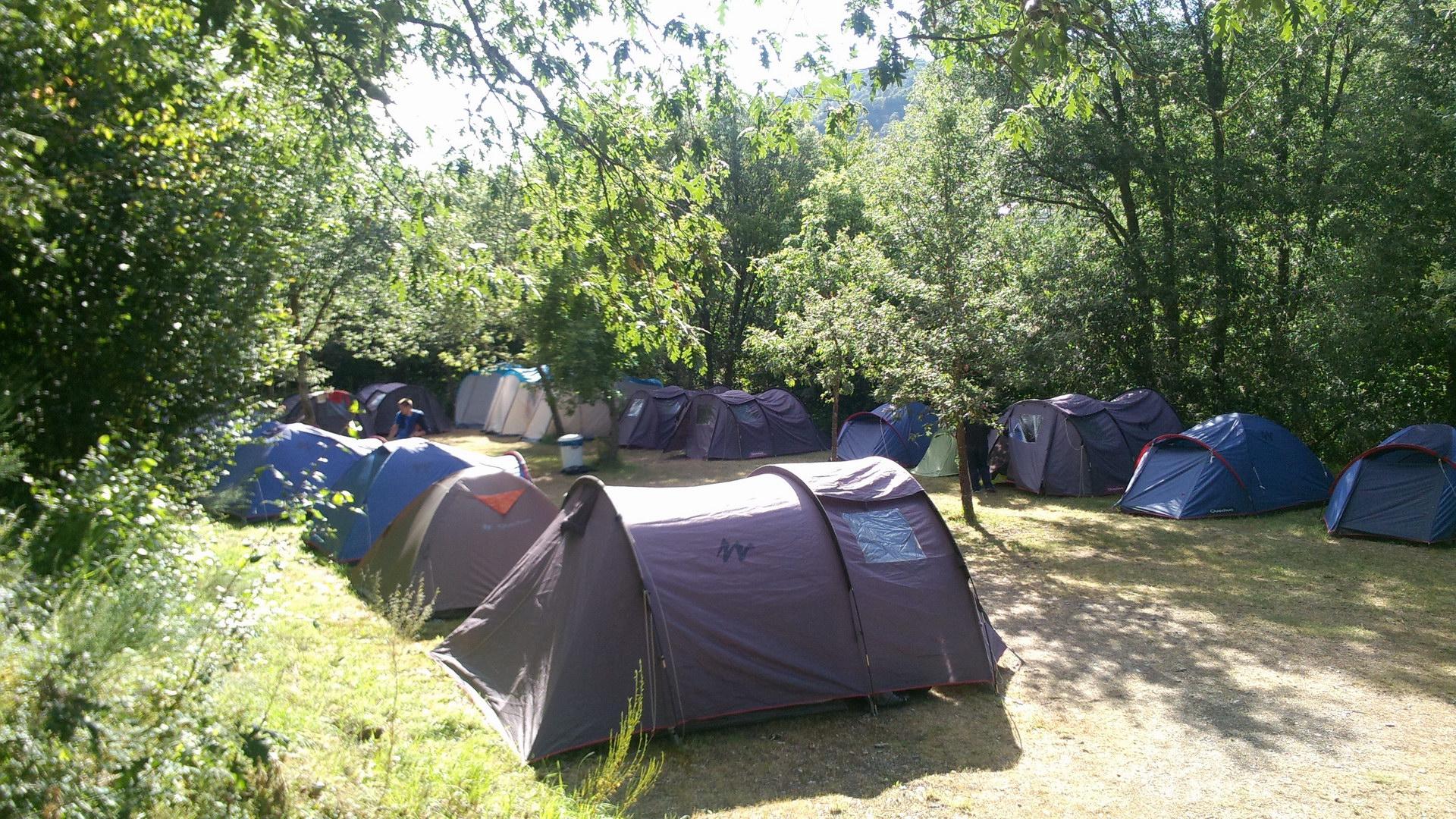 Campamentos de Verano en España para niños jóvenes adolescentes Multiaventura en tienda de campaña