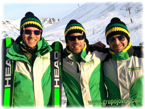 Viaje de esquí a Astún organizado desde Madrid Club Grupo Joven monitores