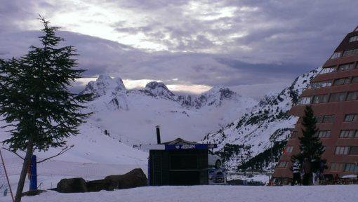 Viaje de esquí a Astún Pirineo Aragonés Club Grupo Joven
