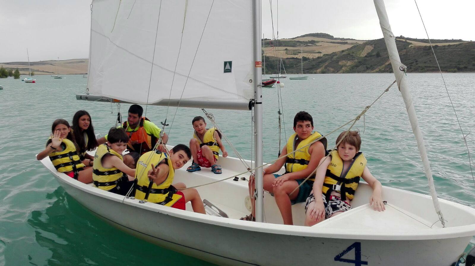 Campamentos de verano en España con vela