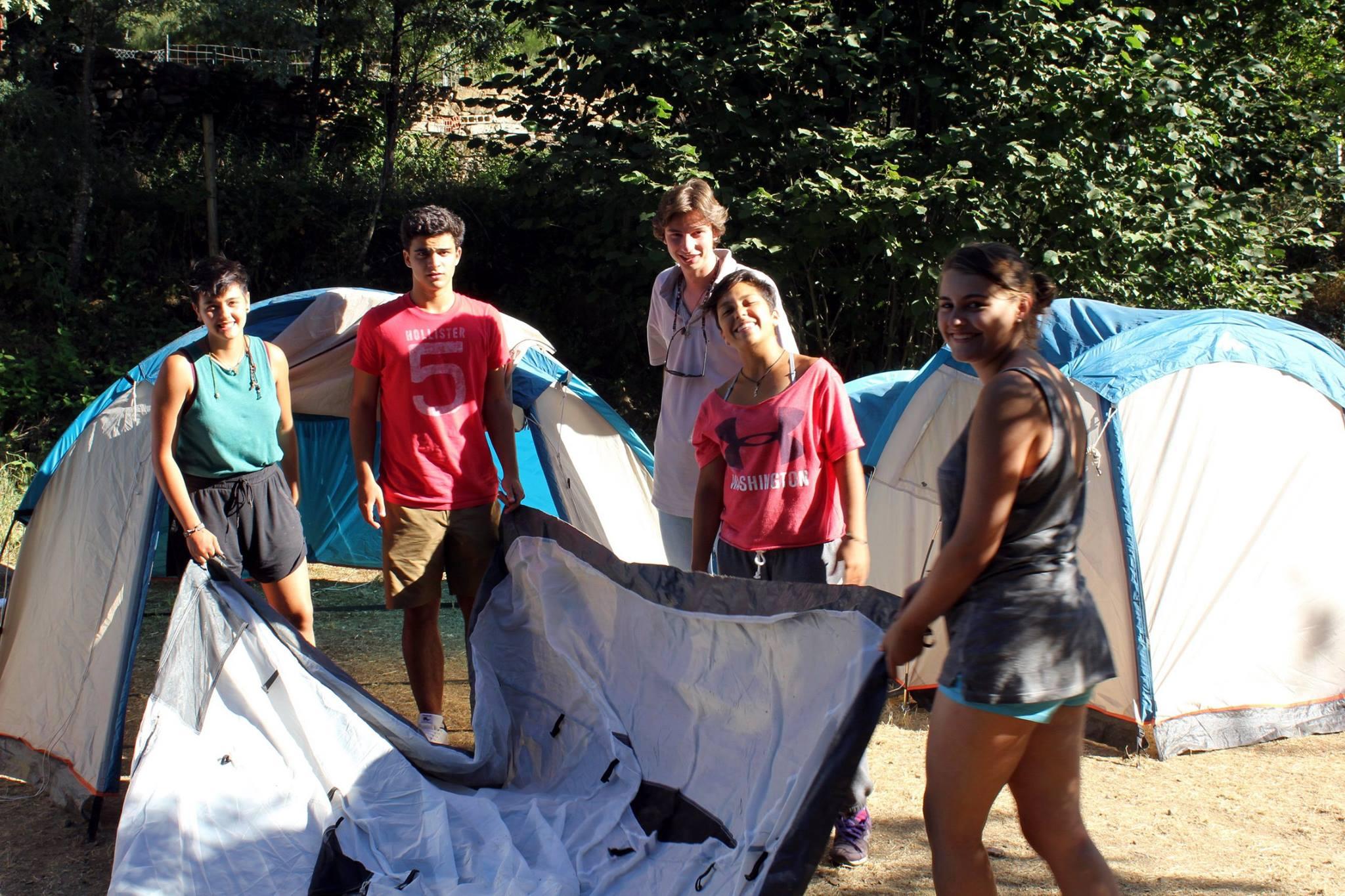 Campamentos de verano en España tiendas de campaña