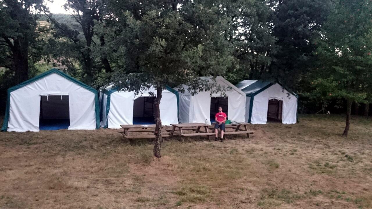 Campamento de verano en cabañas grupo joven