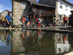 Campamentos de verano Bicicleta Montaña en Castilla León España jóvenes adolescentes