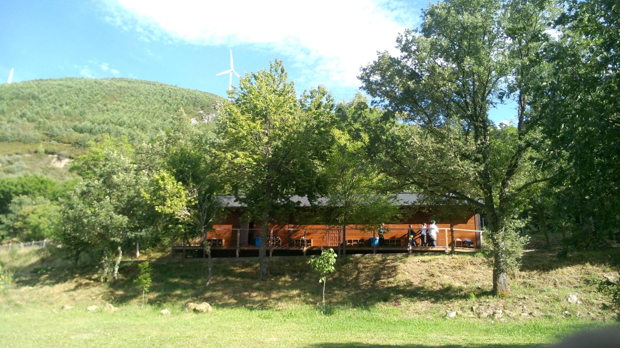 Campamentos de verano en España León instalaciones cabañas