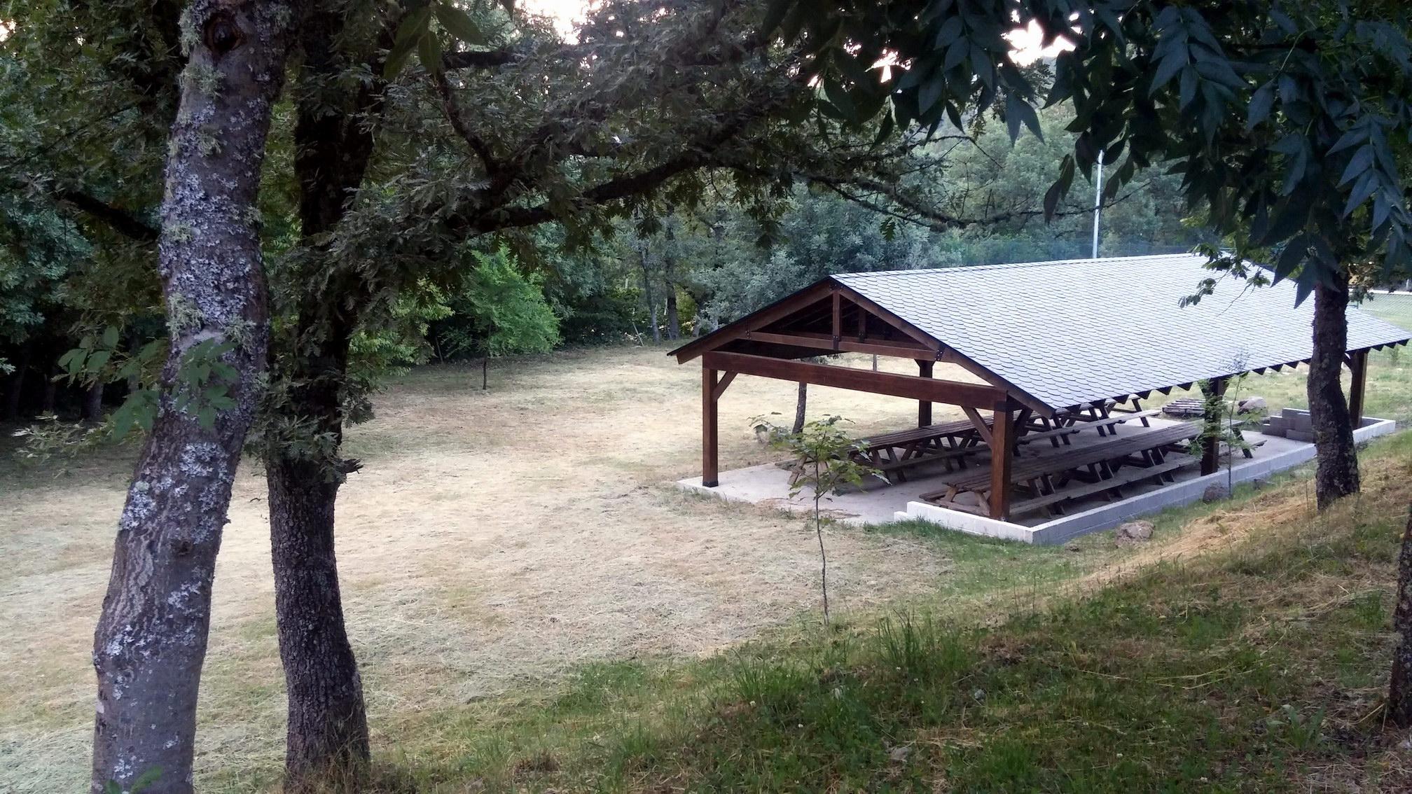 Campamentos de verano en España León instalaciones carpa multiusos