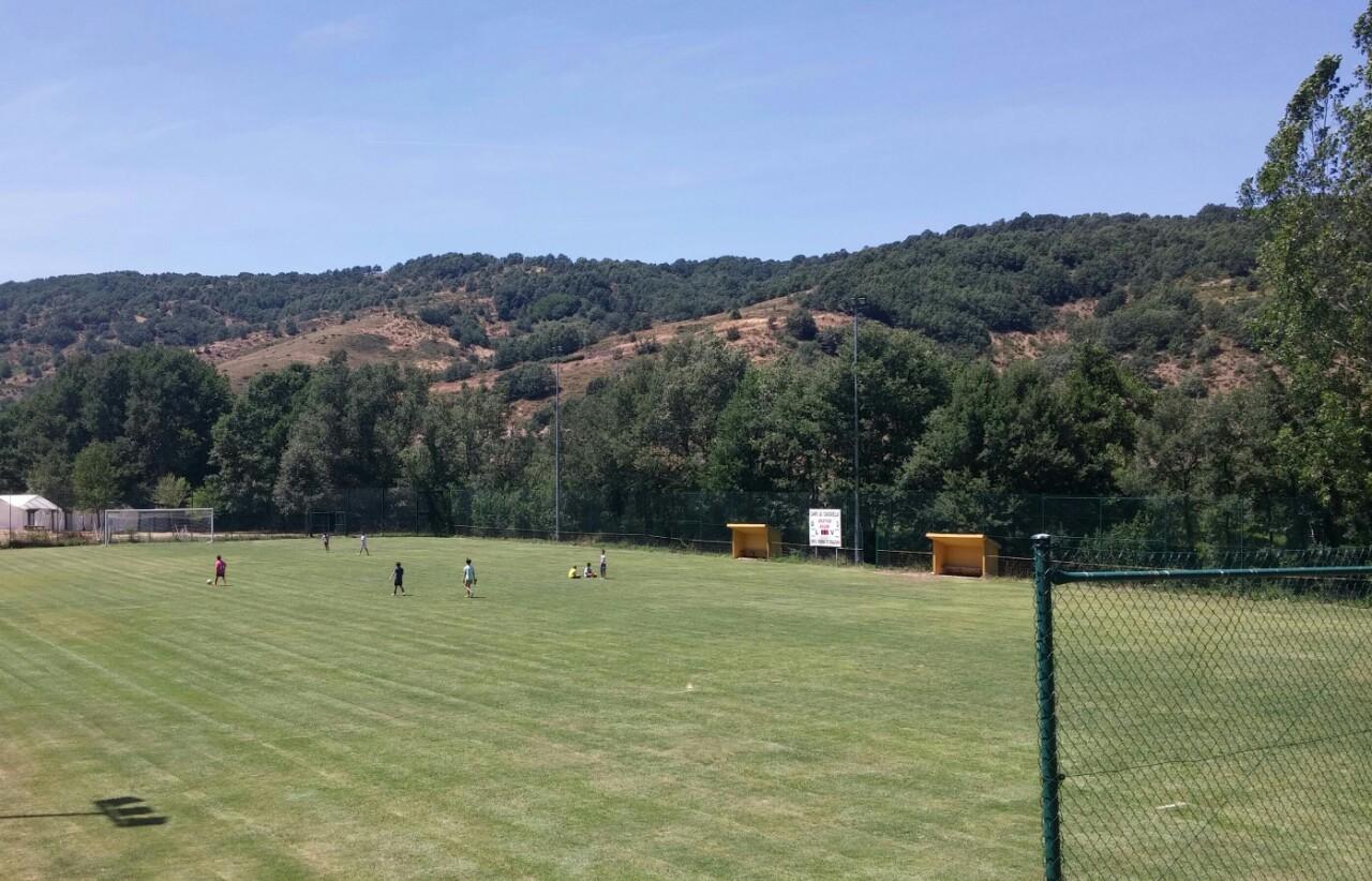 Campamentos de verano en España León instalaciones campo de futbol