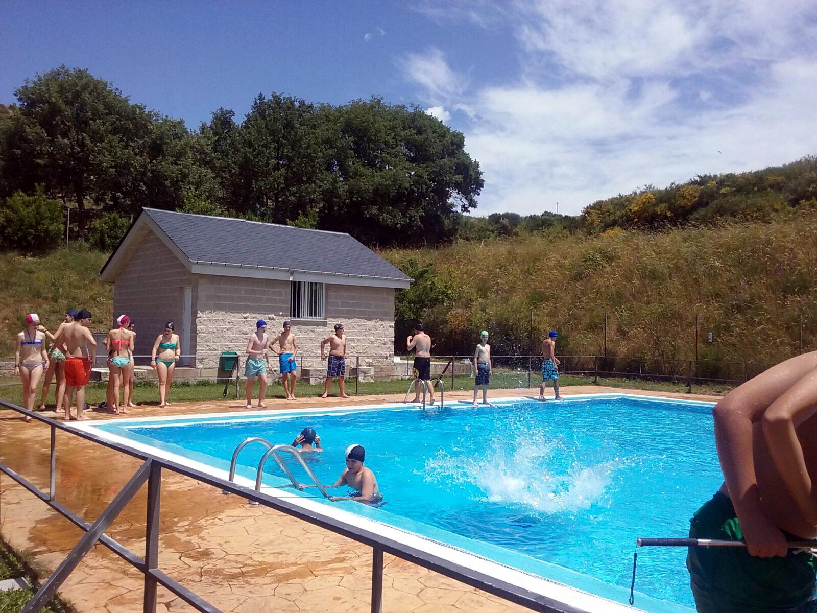 Campamentos de verano en España León instalaciones piscina
