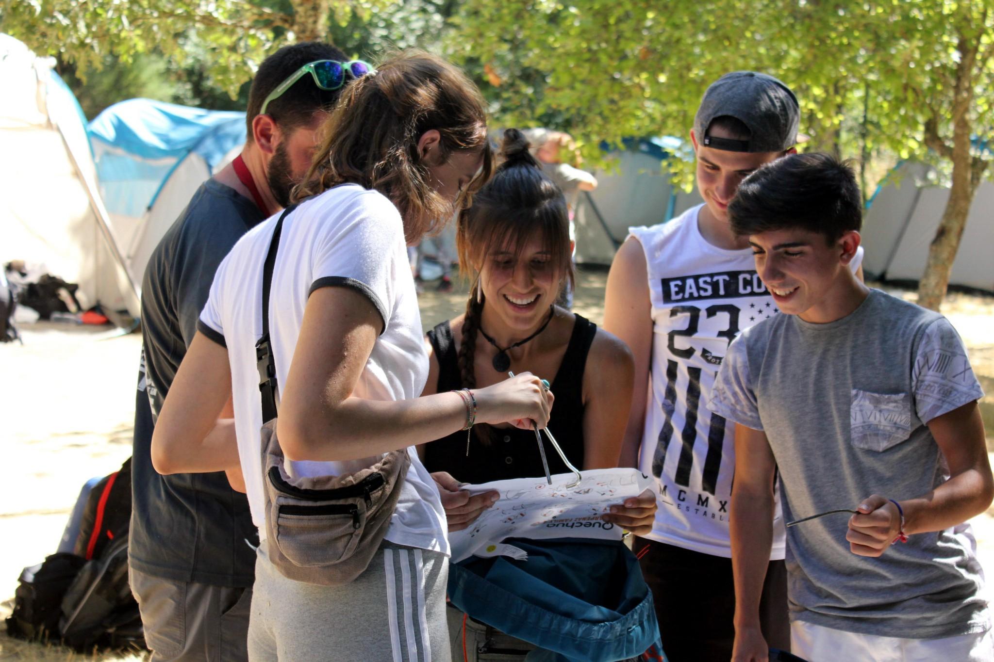 Curso monitor de tiempo libre de verano intensivo con campamento actividades en equipo