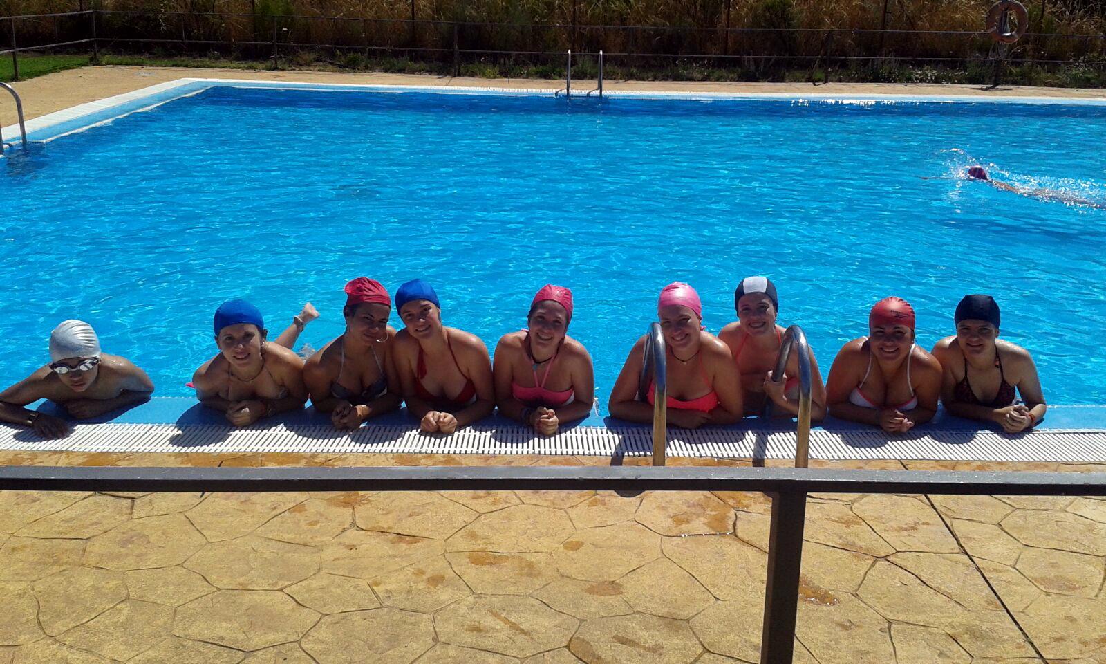 Campamentos de verano con piscina para niños adolescentes y jóvenes