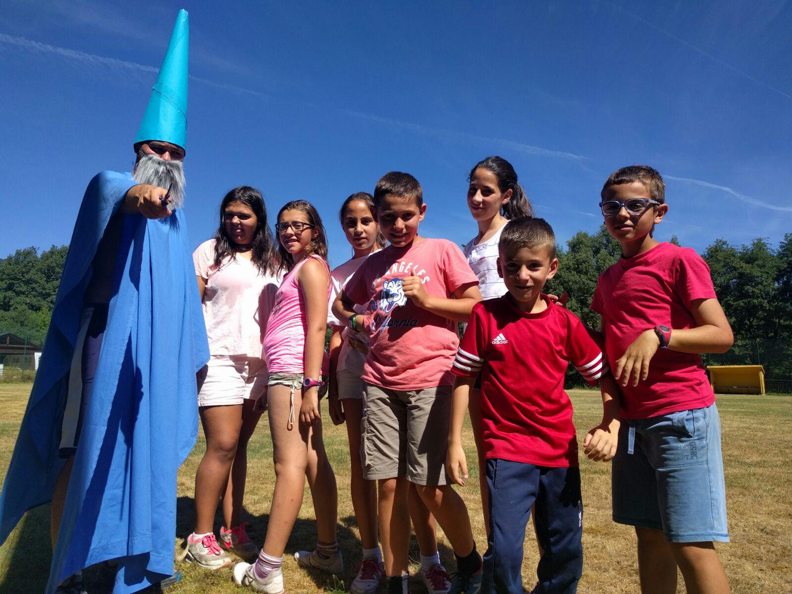 Campamentos de verano en España niños jóvenes adolescentes actividades disfraces