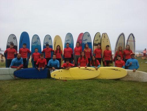 Campamento de verano Multiaventura en Castilla León España niños adolescentes jóvenes Grupo Joven deportes surf
