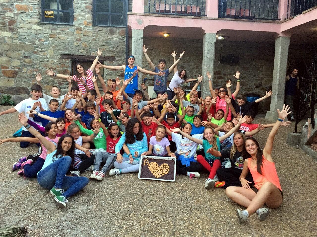 Campamento de verano Multiaventura en España niños adolescentes jóvenes Grupo Joven instalaciones