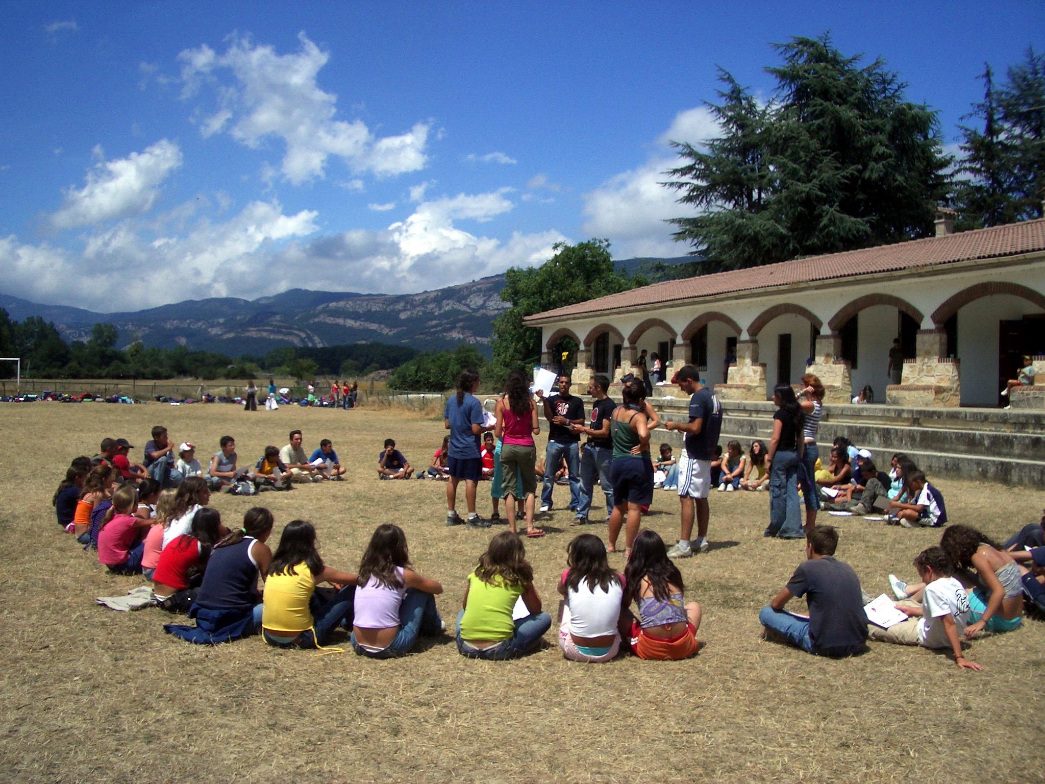 Campamentos de verano con inglés en España Navarra niños adolescentes jóvenes juegos Grupo Joven