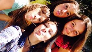 Campamentos de verano en España Navarra niños adolescentes jóvenes amigos grupo joven