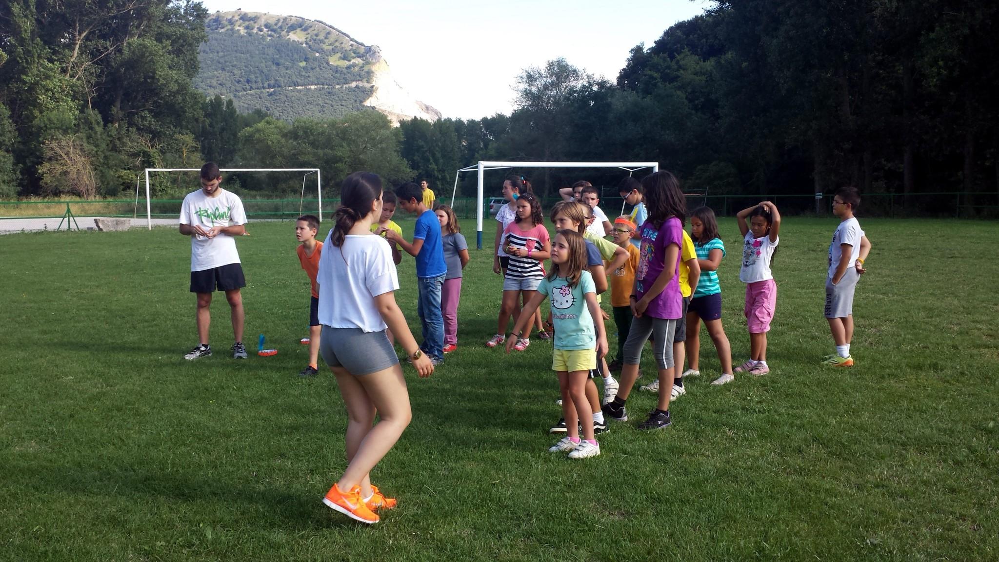 Campamentos de verano en España Navarra niños adolescentes jóvenes juegos deportes Grupo Joven