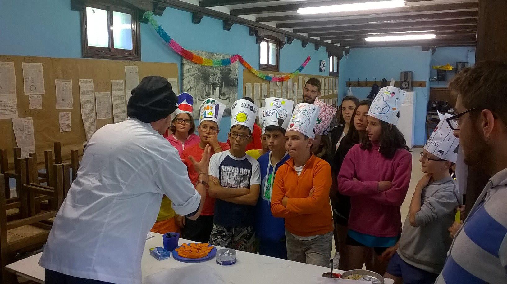 Campamentos de verano en España Navarra niños adolescentes jóvenes cocina chef Grupo Joven
