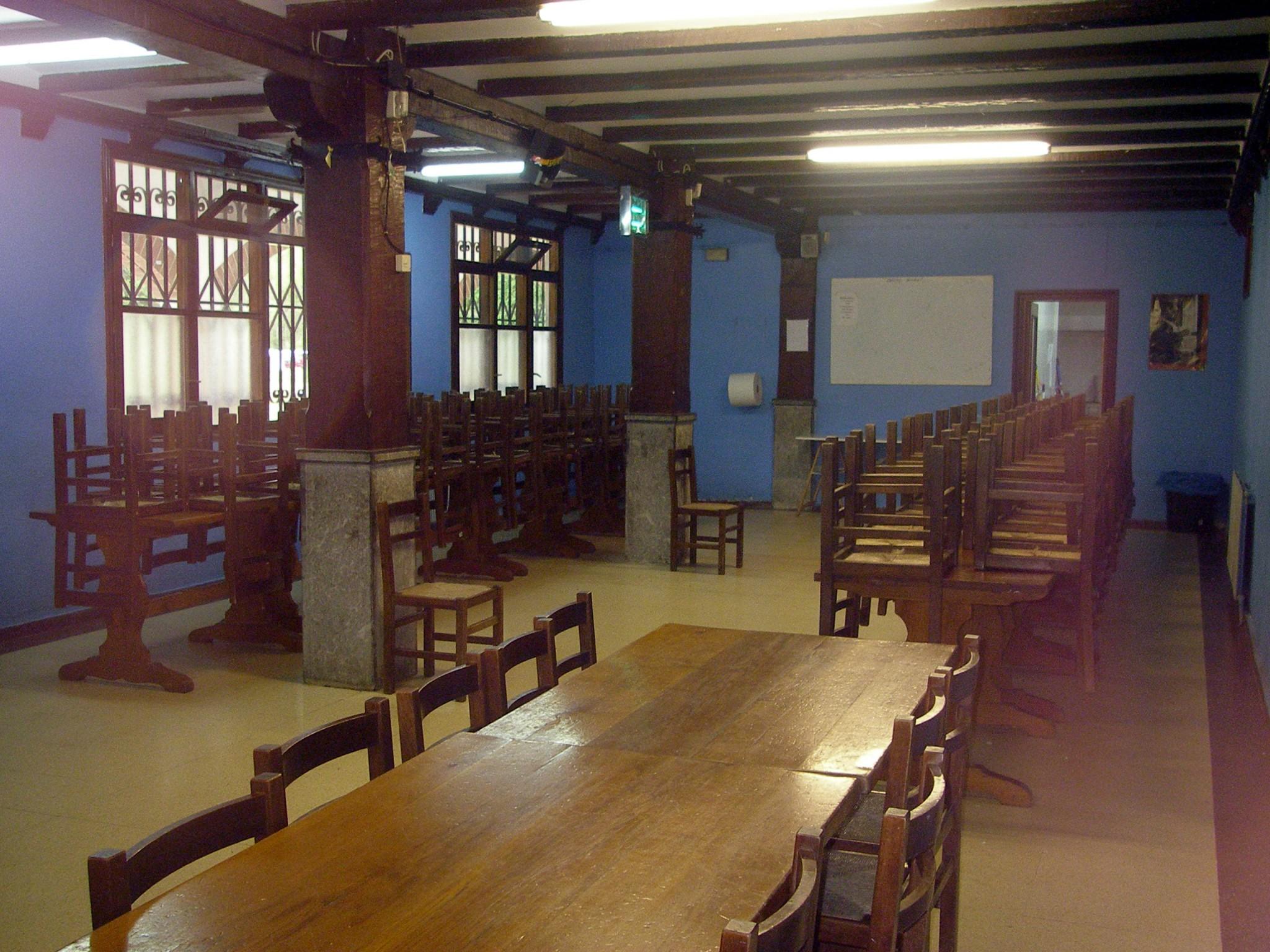 Campamentos de verano en Navarra instalaciones comedor Grupo Joven