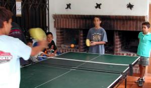 Campamentos de verano en Navarra instalaciones pingpong Grupo Joven