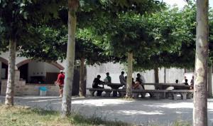 Campamentos de verano en Navarra instalaciones zona de descanso Grupo Joven