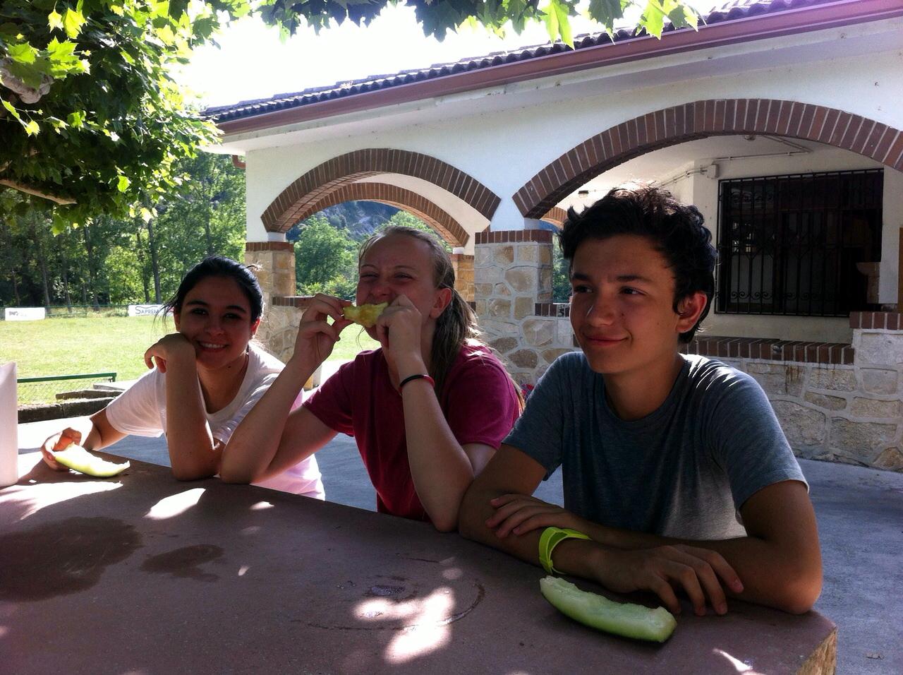 Campamento de verano Multiaventura en Navarra España niños adolescentes jóvenes Grupo Joven instalaciones