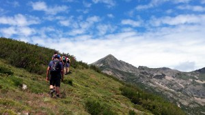 Campamentos de verano multiaventura montaña en León senderismo rutas para jóvenes adolescentes