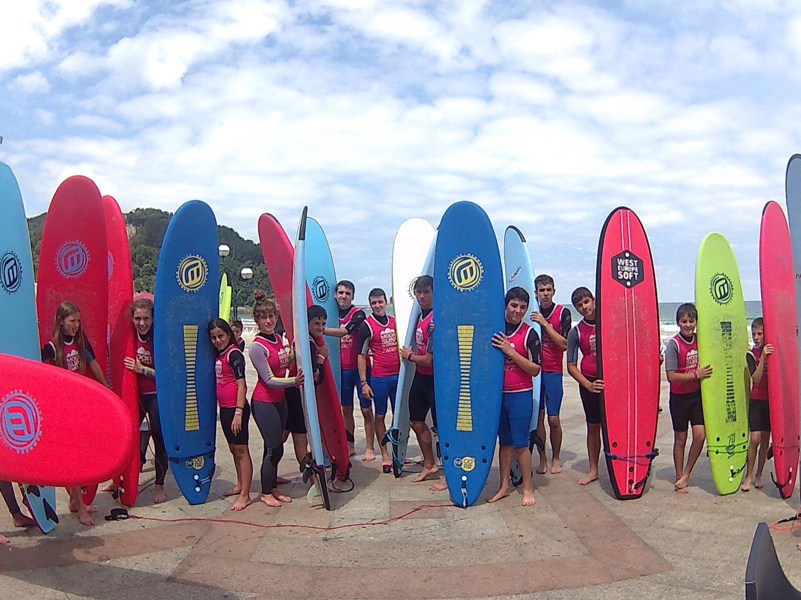 Campamentos de verano multiaventura en Navarra surf Grupo Joven