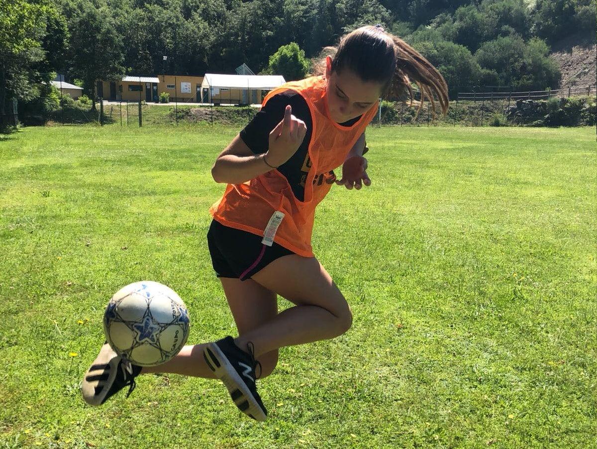 Campamento de verano con fútbol campus mixto chicos y chicas
