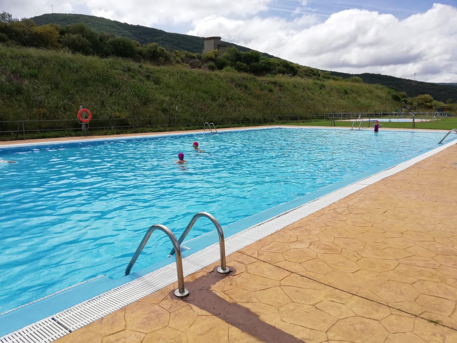 Campamento de verano multiaventura con piscina