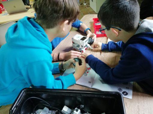 Campamento de verano con tecnología para niños robótica lego educación colaborativa