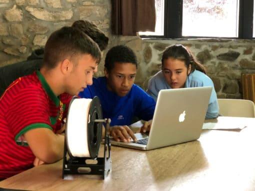 Campamento tecnológico para adolescentes robótica ordenador y naturaleza